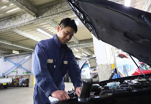社員のマイカー点検も社内整備工場が利用できます。